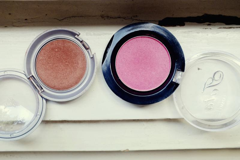 makeup essentials, powder blush