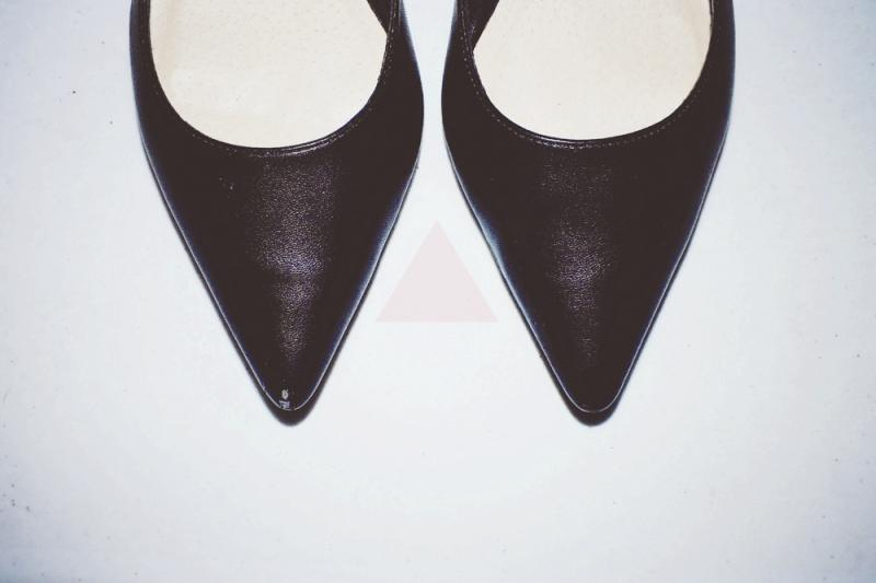 pointed flats, minimal style fashion