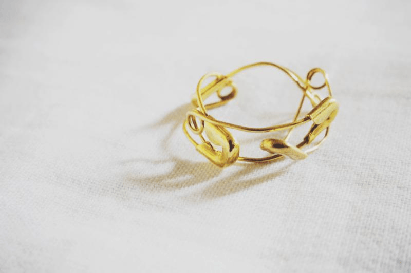 3997cdc72 MoiMinnie - DIY safety pin ring