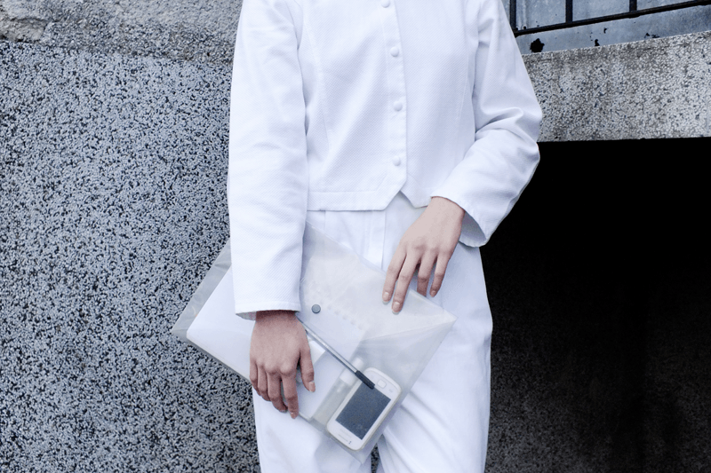 white outfit, moiminnie, milica obradovic, minimal style fashion, minimal fashion blog, clear clutch