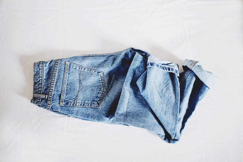 blue jeans, vintage jeans, mom jeans, minimal style fashion