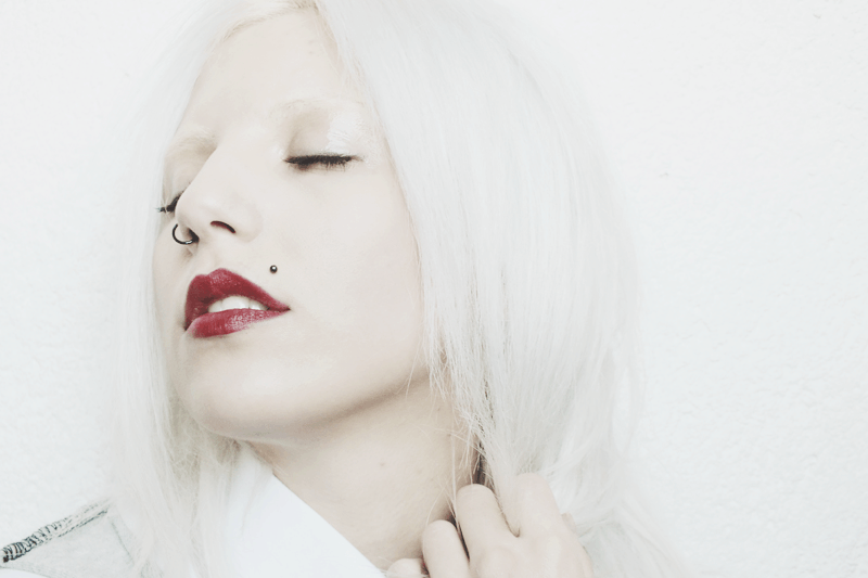 red lips, albino look, bleached hair, moiminnie, milica obradovic, minimal makeup ideas