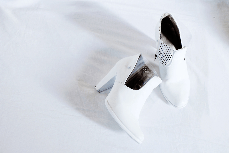 white bow tie, minimal style fashion, minimal fashion blog, diy white ankle boots