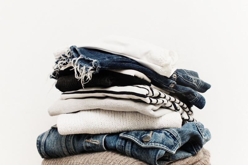 declutter clothes, how to minimize wardrobe, capsule wardrobe, how to clean out your closet, moiminnie, minimalist wardrobe