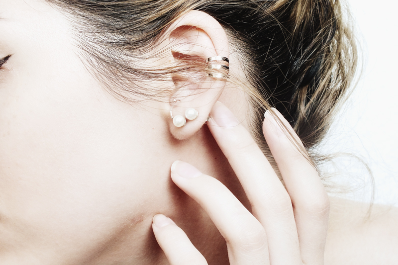 dainty earrings, ways of wearing dainty earrings, minimal jewelry, moiminnie, milica obradovic, minimal style fashion
